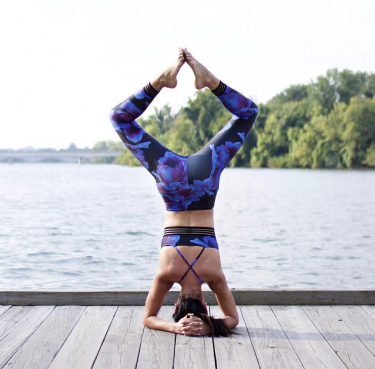 Асаны йоги: основные и усложненные упражнения для подтянутой фигуры и крепкого здоровья